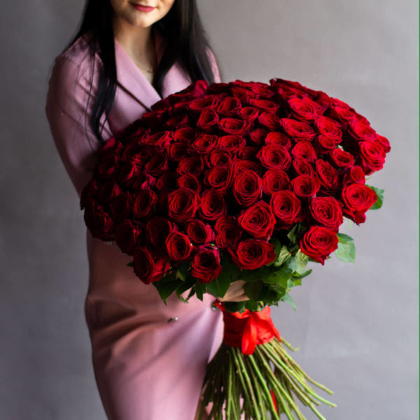 Букет из 77 красных роз